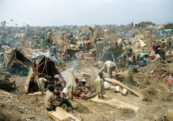 © UN Photo/J. Issac. 25/07/1994. Goma, Zaire.   http://www.flickr.com/photos/un_photo/4421126834/sizes/o/   (CC BY-NC-ND 2.0)