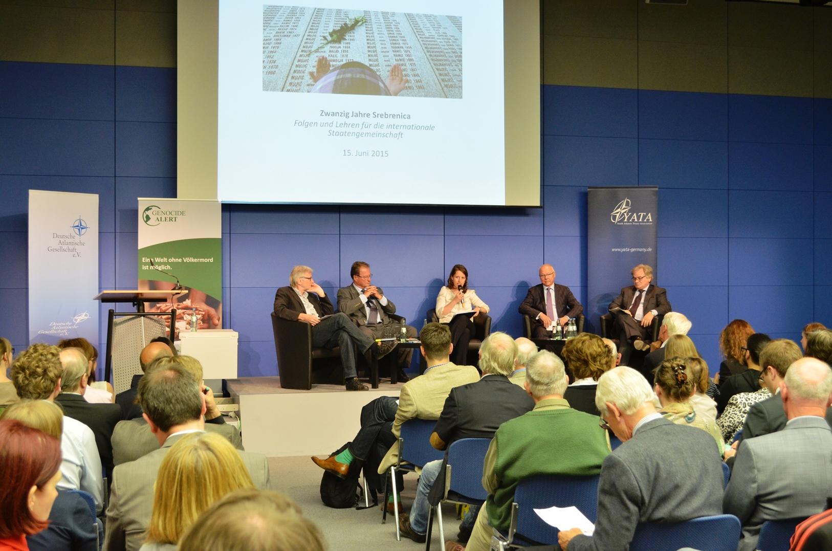 Mehr als 120 Besucherinnen und Besucher verfolgten die Diskussion am 15. Juni im Presse- und Informationsamt der Bundesregierung; Quelle: eigenes Foto