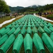 Begräbnis von 465 identifizierten Massakeropfern (Srebrenica 2007) Quelle: I, Pyramid / wikipedia.org
