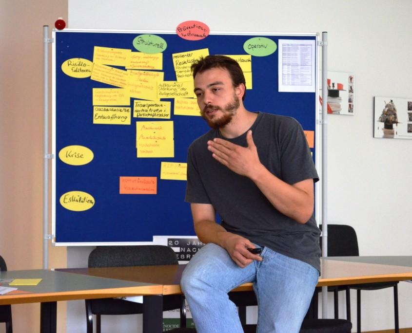 Gregor Hofmann erläutert in Frankfurt die Entwicklung des Responsibility to Protect-Konzepts