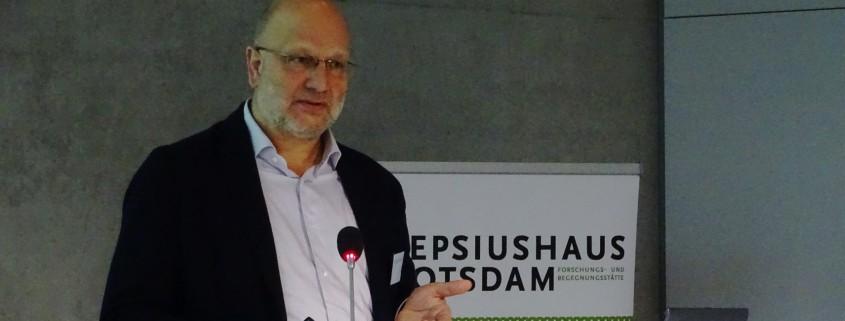 """Dr. Gerd Hankel bei der Konferenz """"Aghet und Shoah – Das Jahrhundert der Genozide"""" von 8. bis 10. November 2015 in Berlin"""