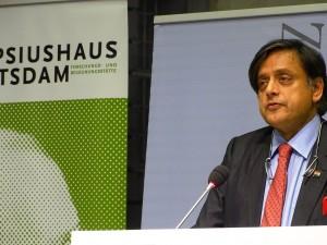 Der ehemalige Außenminister Indiens und ehem. stv. UN-Generalsekretär Dr. Shashi Tharoor bei der Konferenz Aghet und Shoah im Nov. 2015 in Berlin