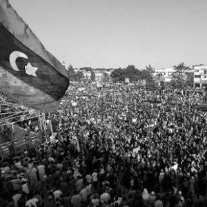 Demonstration gegen das Gaddafi-Regime in Bayda, Libyen (By ليبي صح [CC0], via Wikimedia Commons)