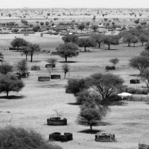 Luftaufnahmen der zerstörten Stadt Labado in Darfur, Mai 2005 (by UN Photo/Evan Schneider [Fair Use, non-profit])