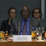 Fachgespräch im Bundestag zur Prävention von Massenverbrechen, 14. Januar 2019: Ottmar von Holtz (Unterausschuss zivile Krisenprävention), Adama Dieng (UN Sonderberater für die Prävention von Völkermord) und Jens Stappenbeck (Genocide Alert) | Quelle: Deutscher Bundestag